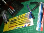 This is my set of tools. Cutting mat, tweezer, knife set, markers, eraser and most important thing - side cutter.